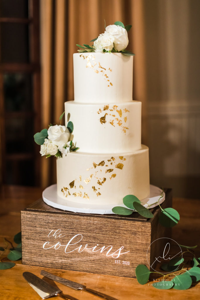 White and gold elegant cake by Louisa's homemade